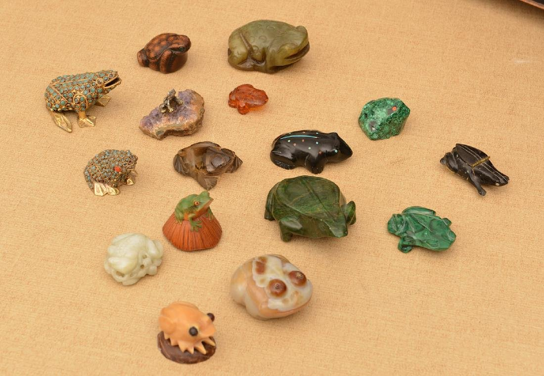(15) carved stone and beaded frogs