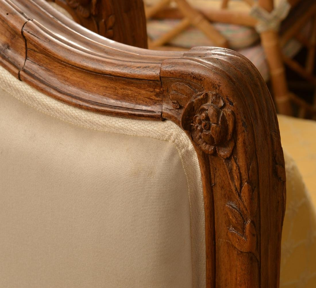 Louis XV carved fruitwood lit d'alcove (daybed) - 5
