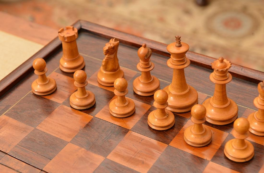 Staunton style chess set and Syrian case - 4