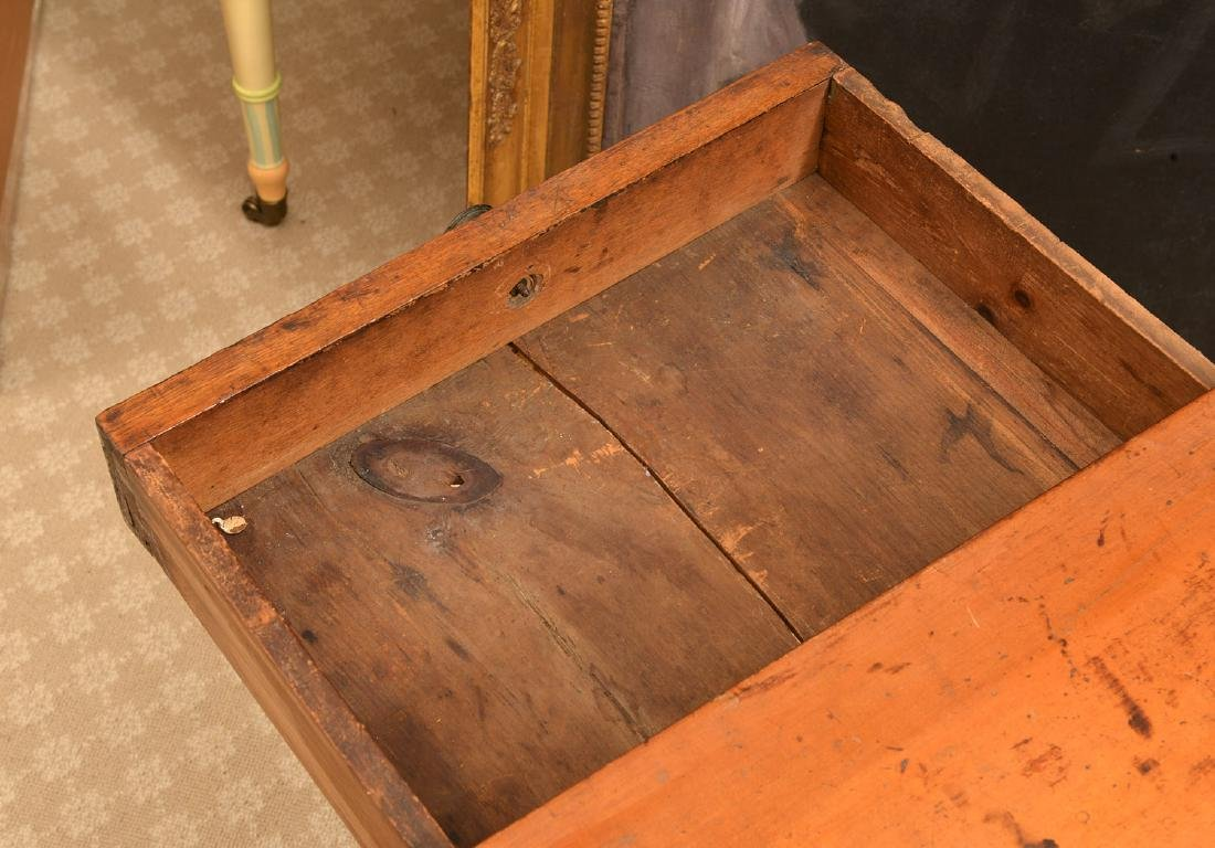 Antique American one-drawer maple stand - 2