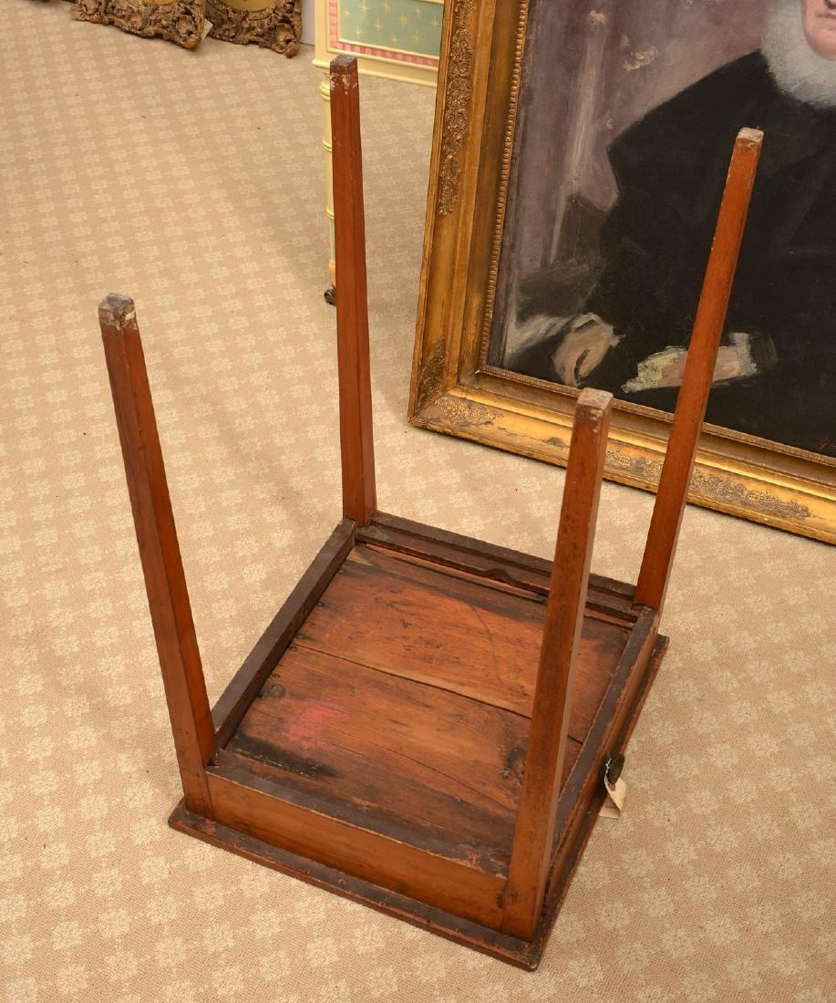 Antique American one-drawer maple stand - 3