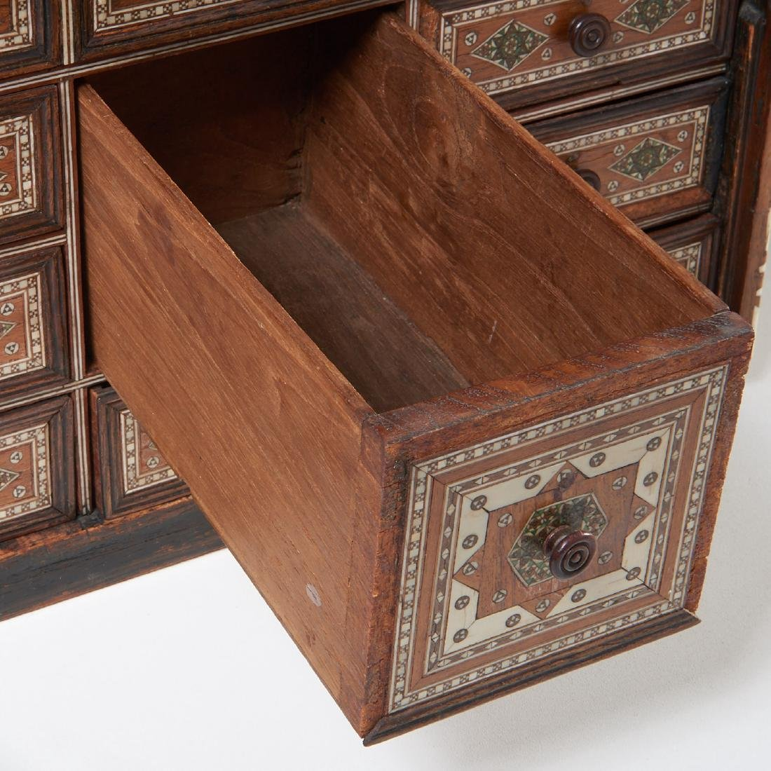 Damascus inlaid tabletop chest of drawers - 4