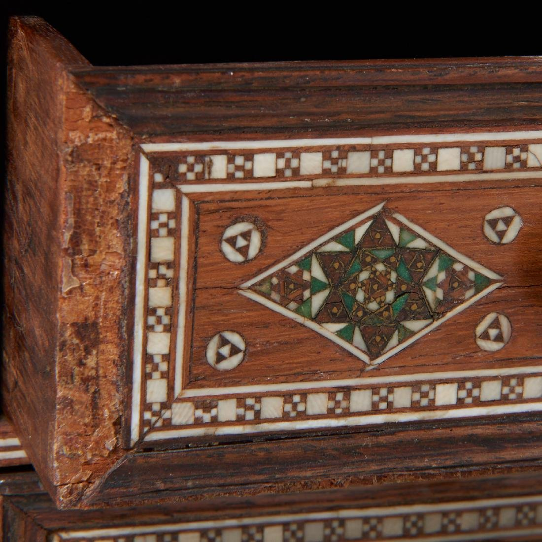 Damascus inlaid tabletop chest of drawers - 7