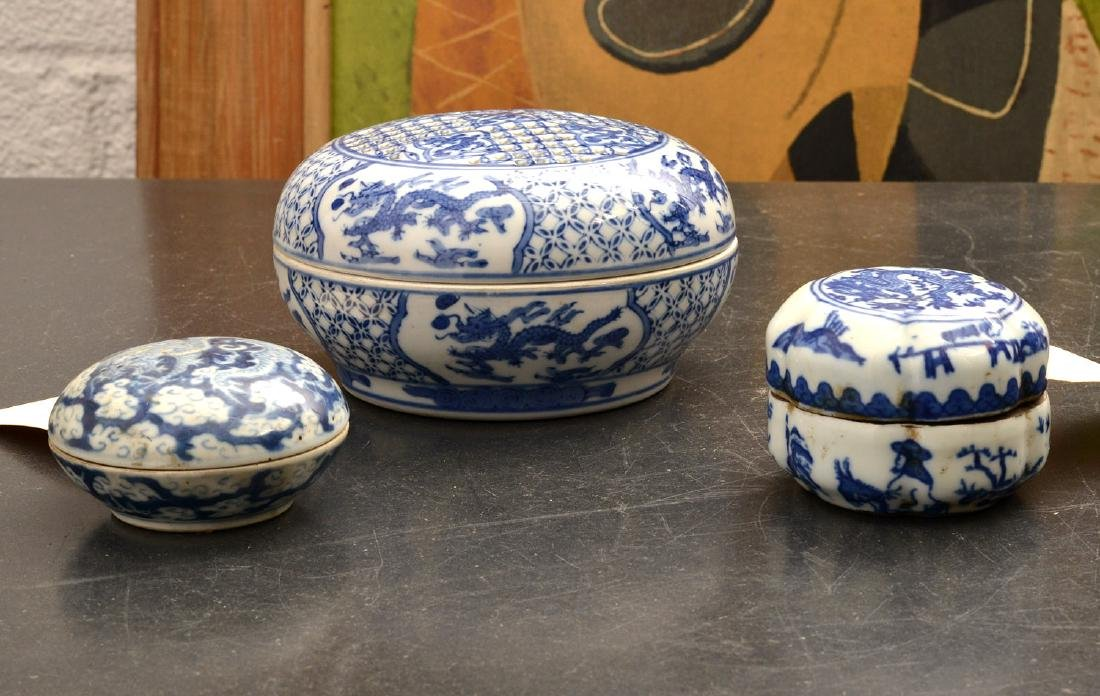 (3) Chinese blue and white porcelain dragon boxes