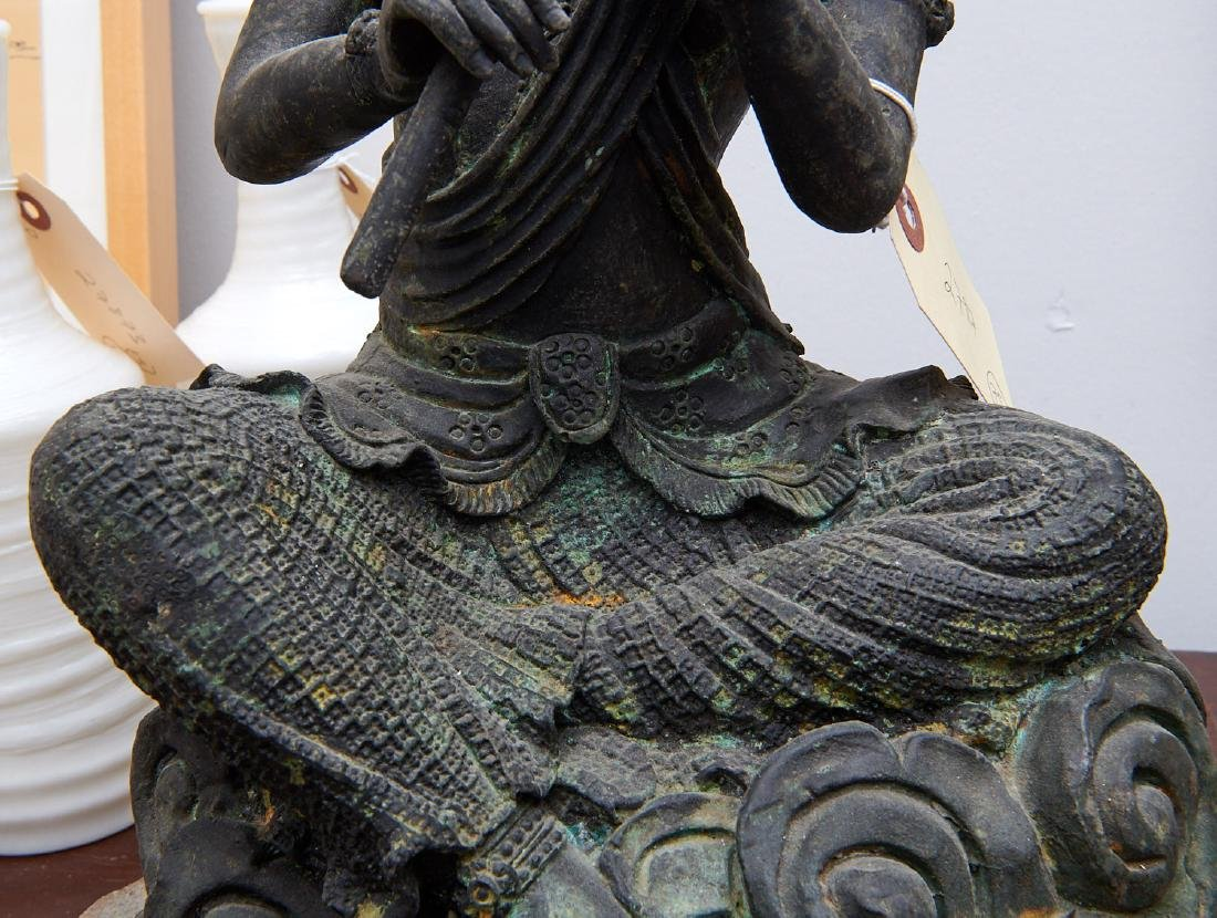 Large Asian seated Guanyin figure - 4