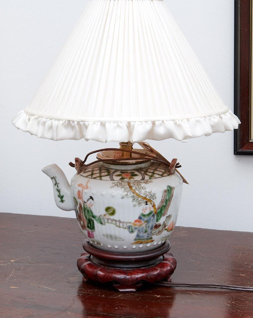 Chinese porcelain famille verte teapot lamp
