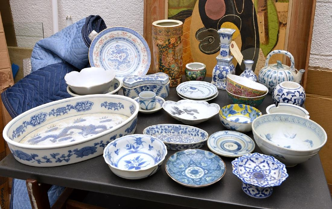 Collection Chinese and Japanese style porcelains