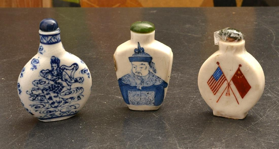 (3) Chinese porcelain snuff bottles