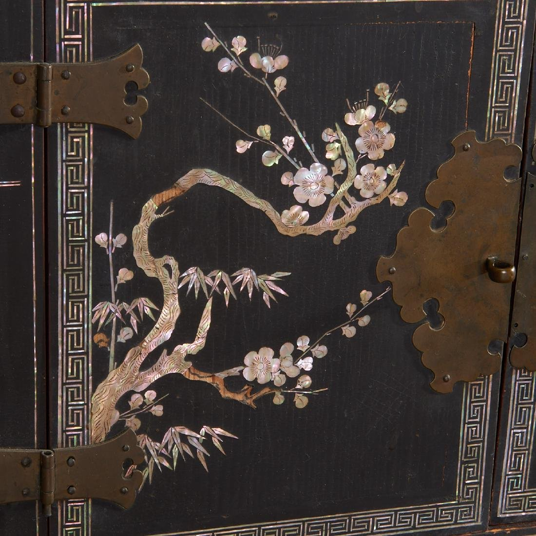 Chinese/Korean mother of pearl inlaid chest - 2