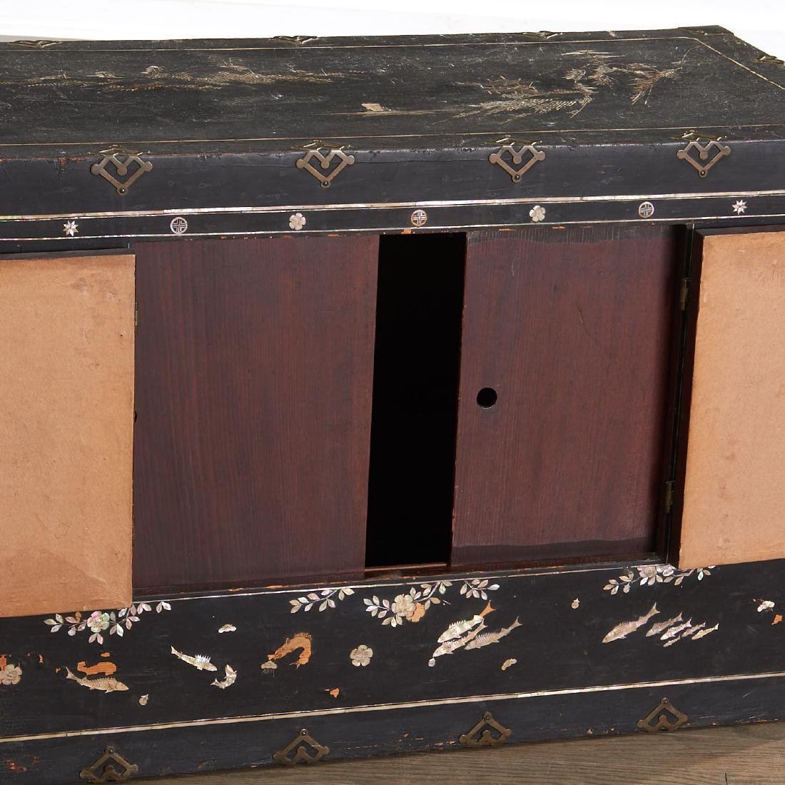 Chinese/Korean mother of pearl inlaid chest - 3