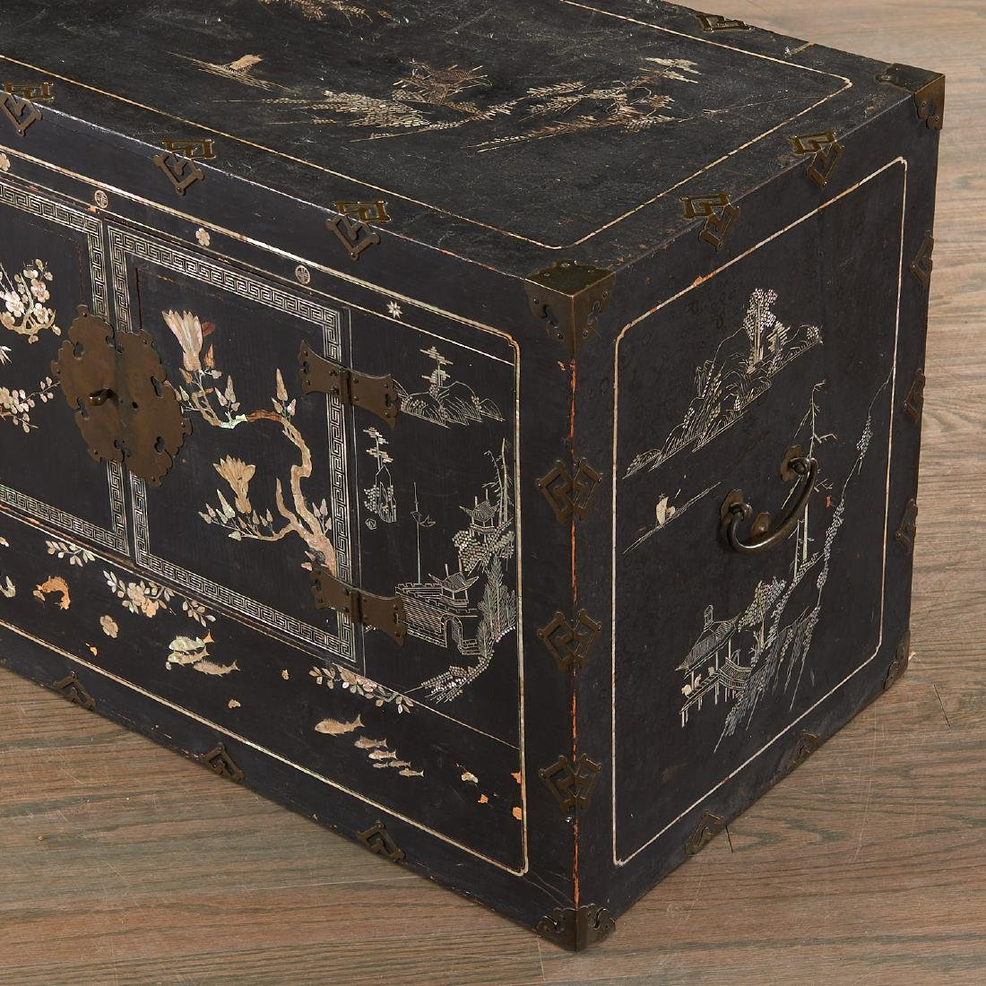Chinese/Korean mother of pearl inlaid chest - 5