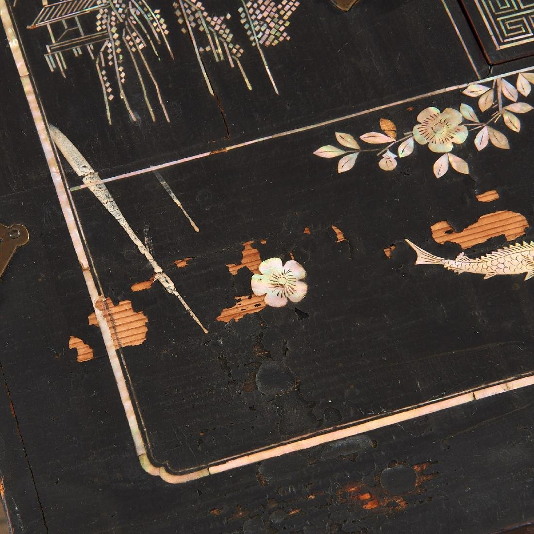Chinese/Korean mother of pearl inlaid chest - 8