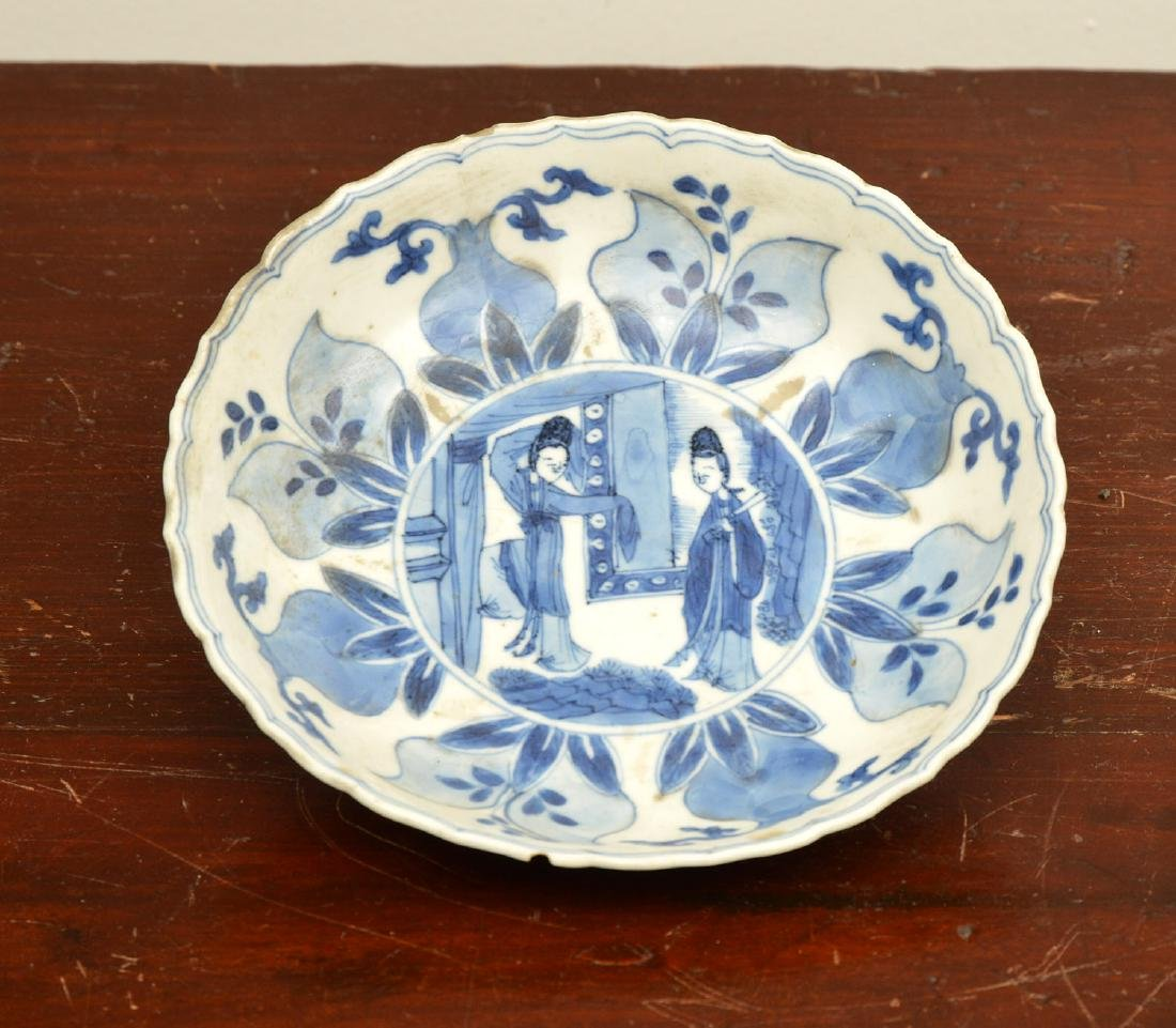 Old Chinese blue and white kraak-ware dish
