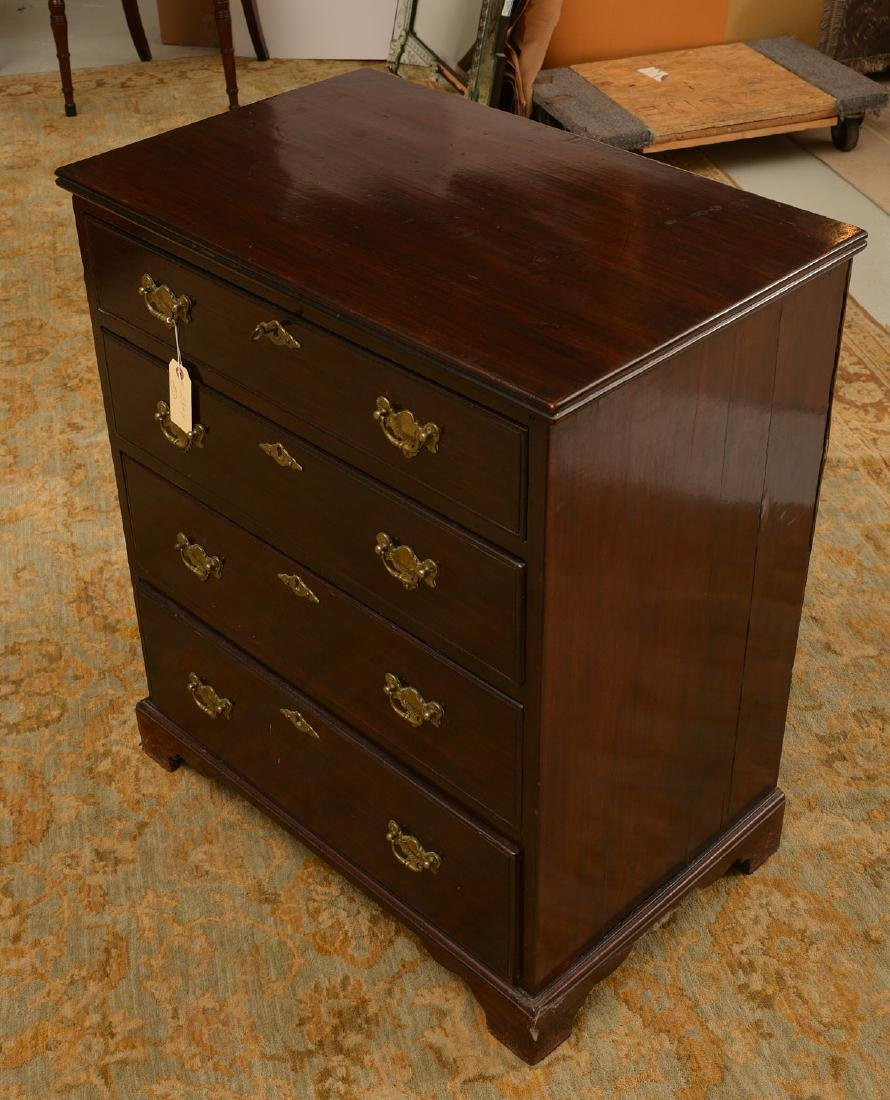 Antique English mahogany bachelor's chest - 2