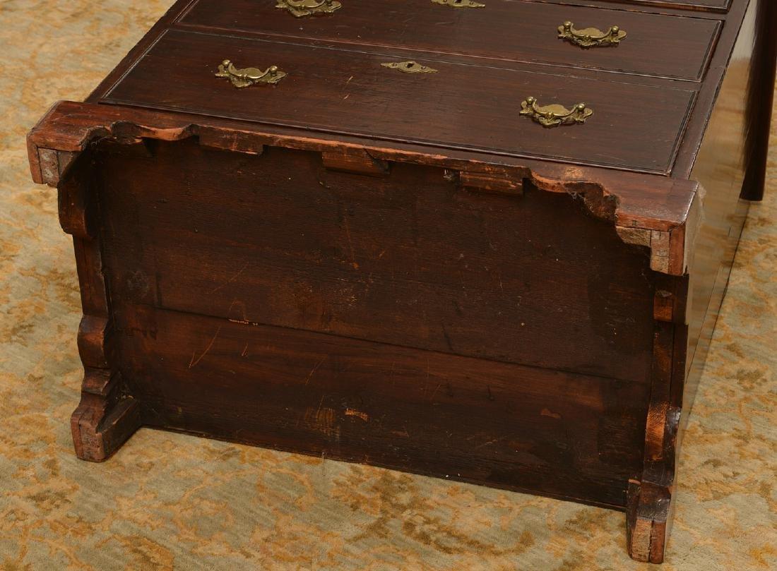 Antique English mahogany bachelor's chest - 4