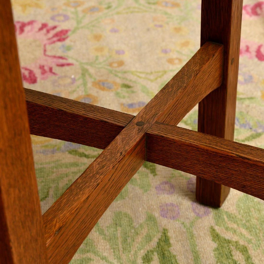 Arts & Crafts style oak side table - 3