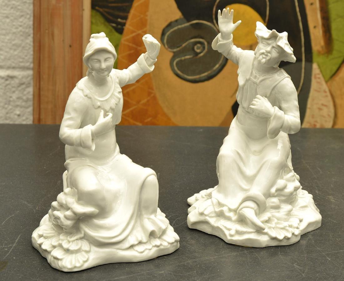 Pair Continental blanc de chine figures