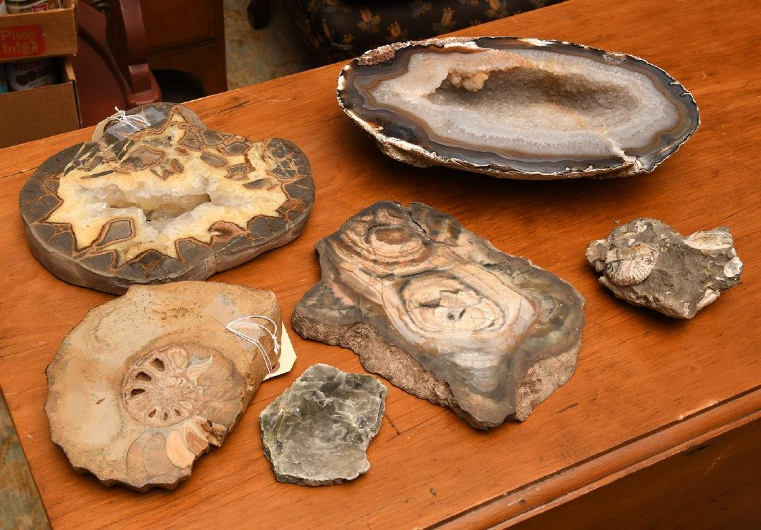 Group mineral specimens and geodes