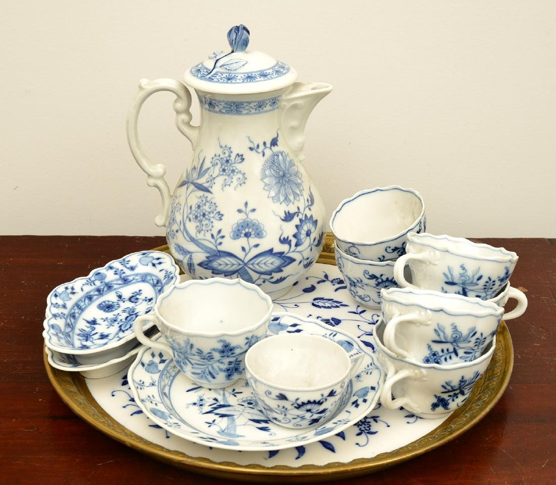 Assembled German blue and white porcelains group