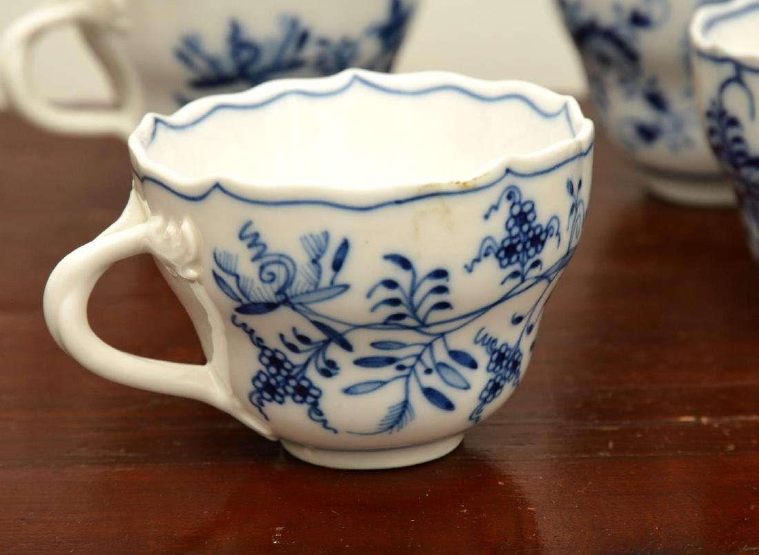 Assembled German blue and white porcelains group - 3