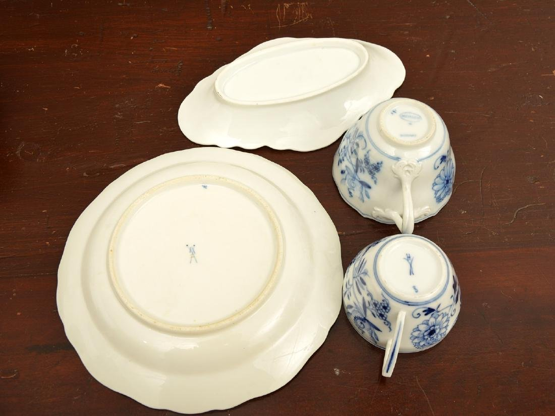 Assembled German blue and white porcelains group - 6