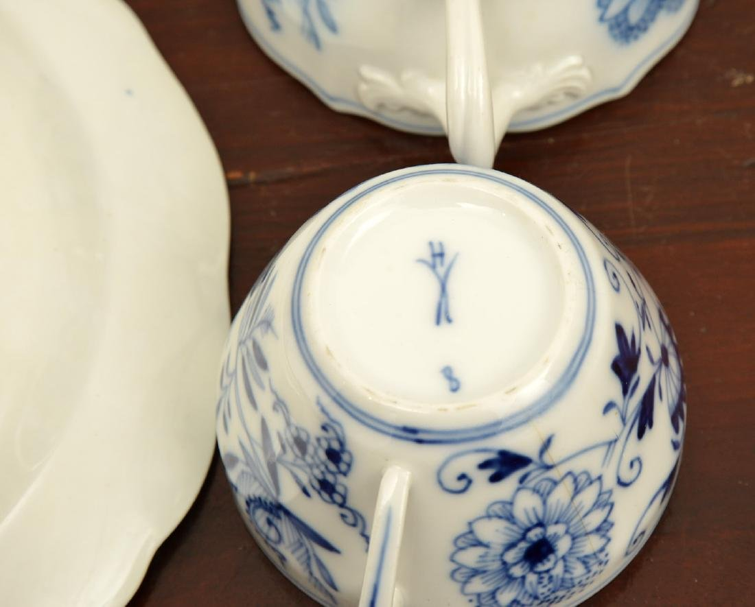 Assembled German blue and white porcelains group - 7