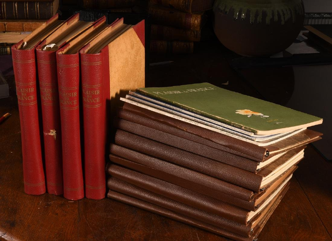 MAGAZINES: (44) Issues PLAISIR DE FRANCE 1935-52