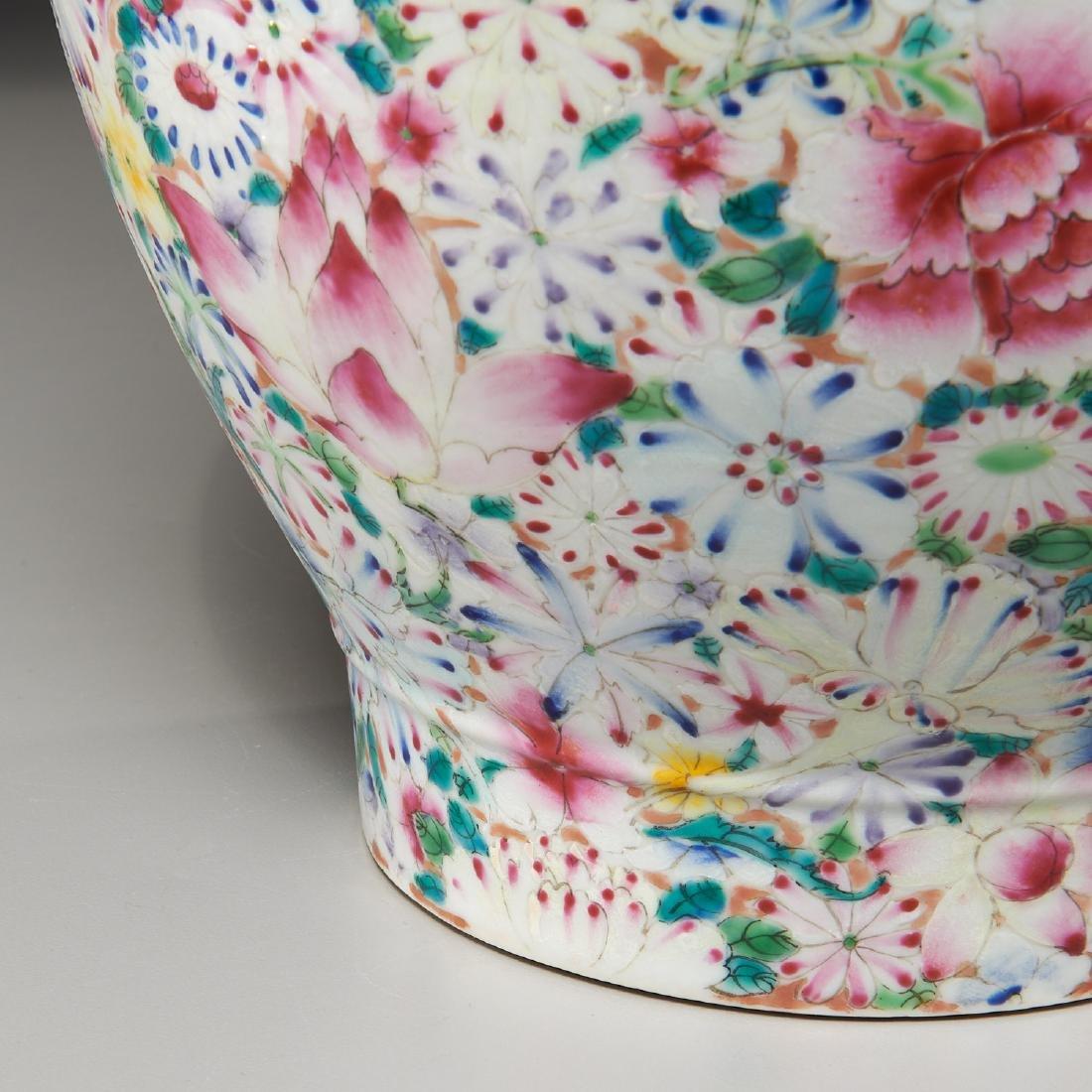 Chinese porcelain millefleurs vase - 3