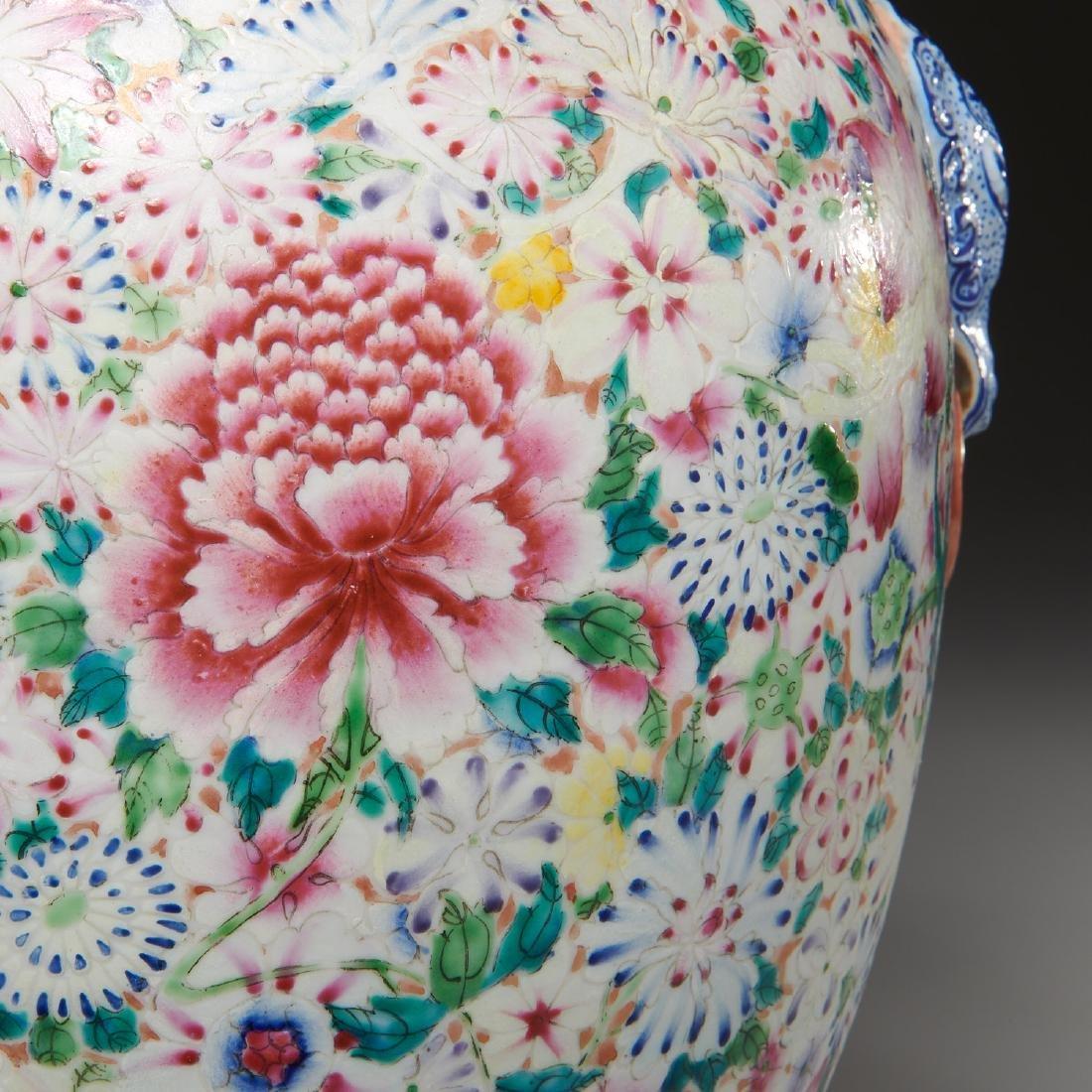 Chinese porcelain millefleurs vase - 4
