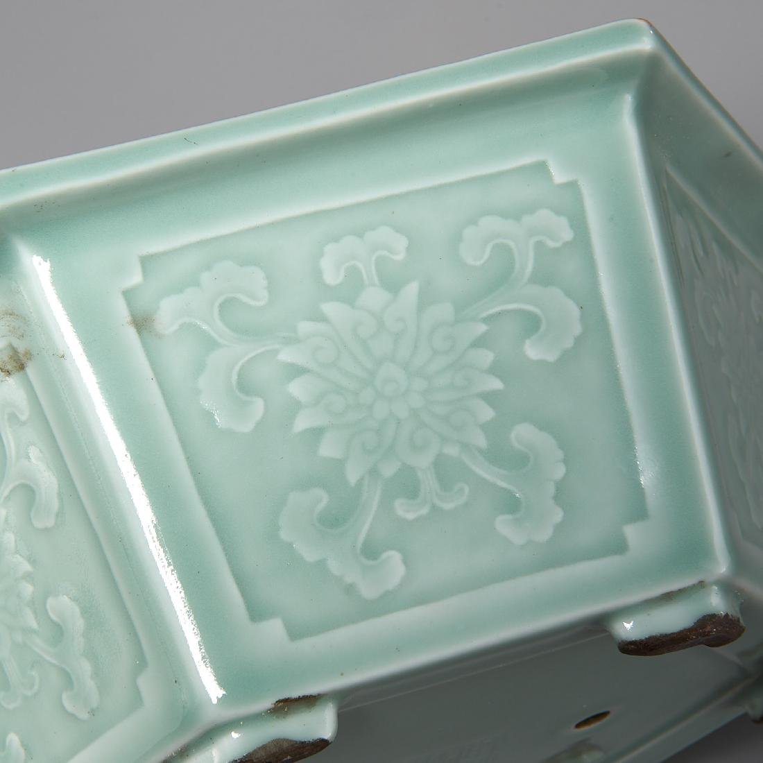 Old Chinese carved celadon jardiniere - 2