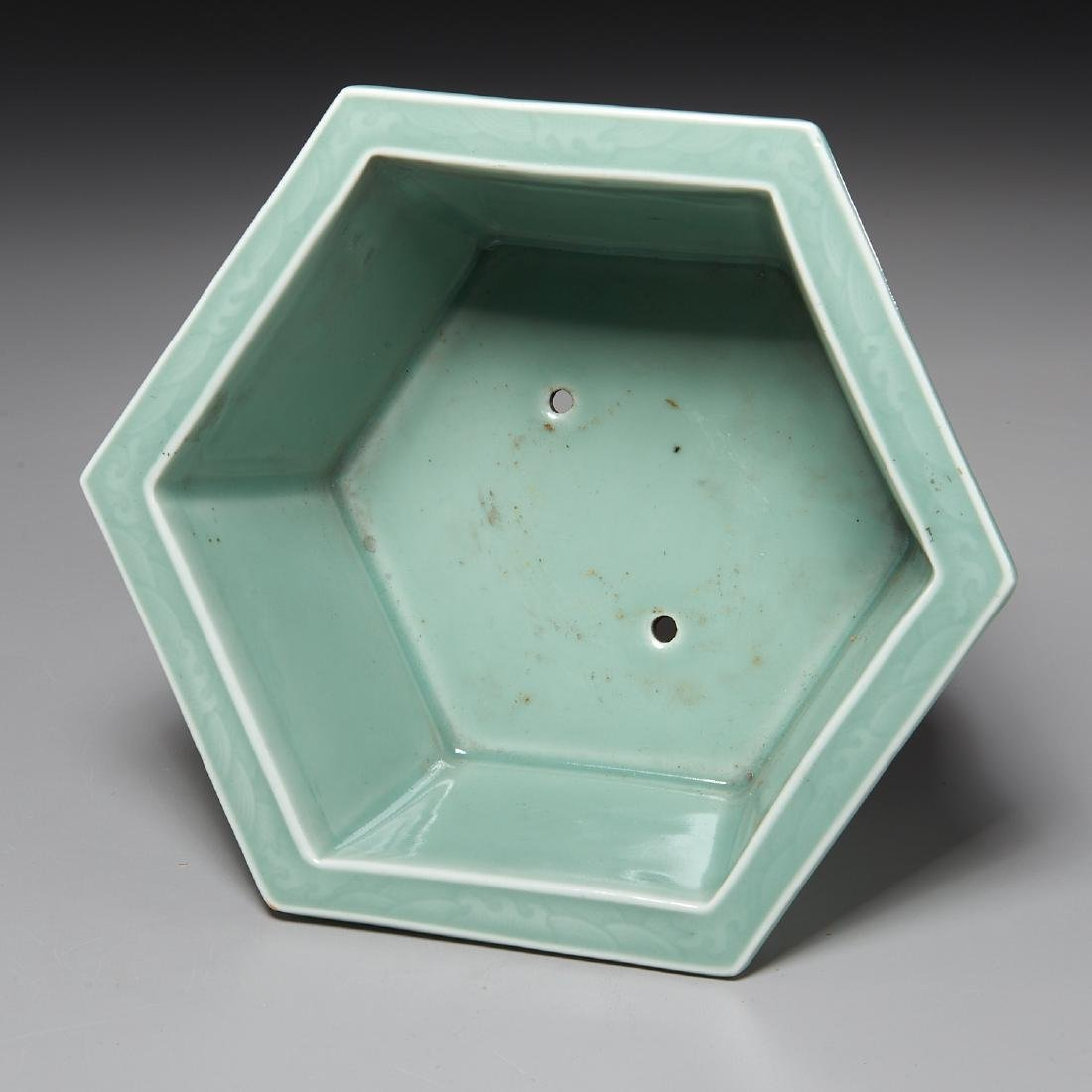 Old Chinese carved celadon jardiniere - 3
