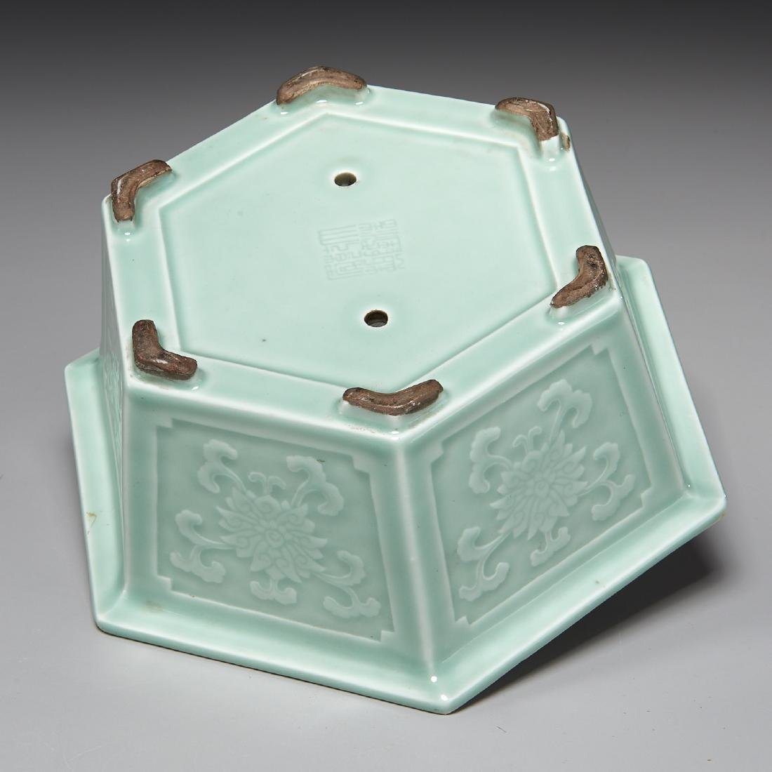 Old Chinese carved celadon jardiniere - 5