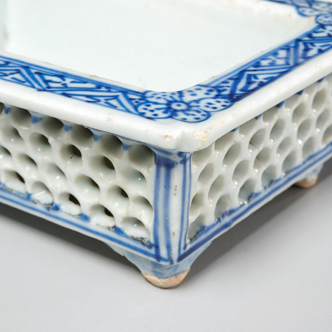 Chinese blue and white reticulated jardiniere - 2