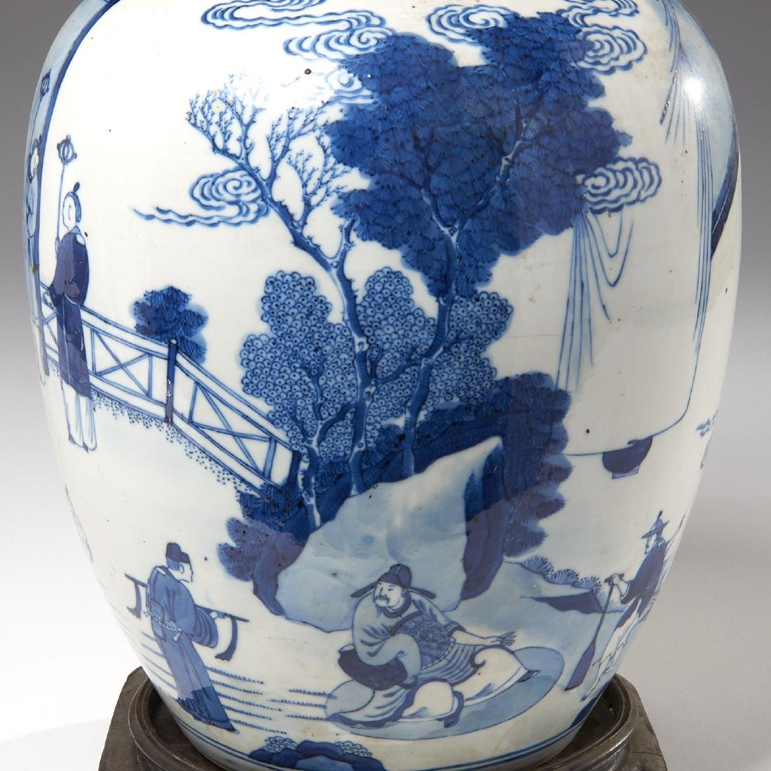 Large Chinese blue and white porcelain jar - 2