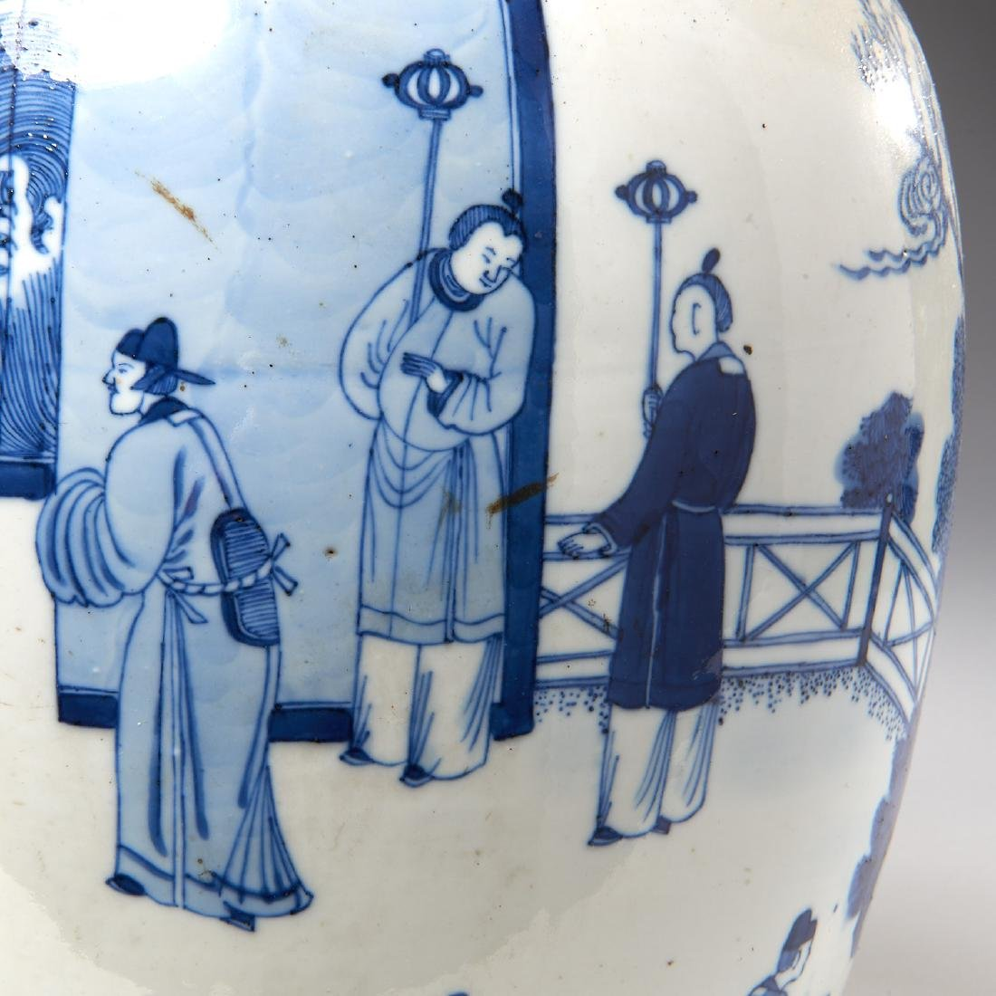 Large Chinese blue and white porcelain jar - 3