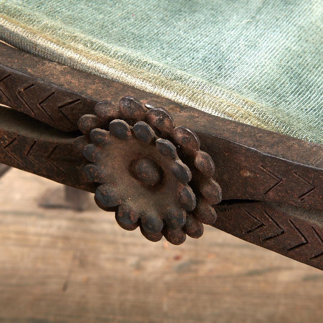 Antique Renaissance style faldistorio stool - 5