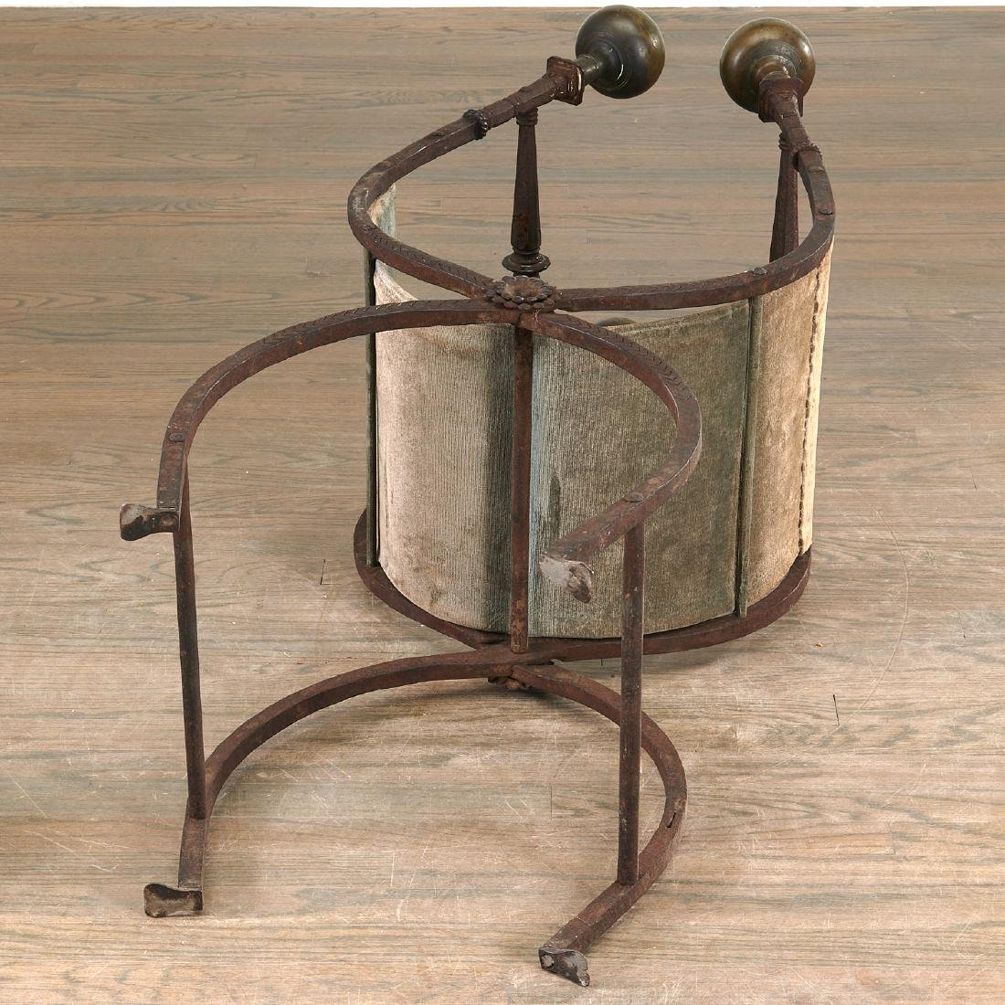 Antique Renaissance style faldistorio stool - 6