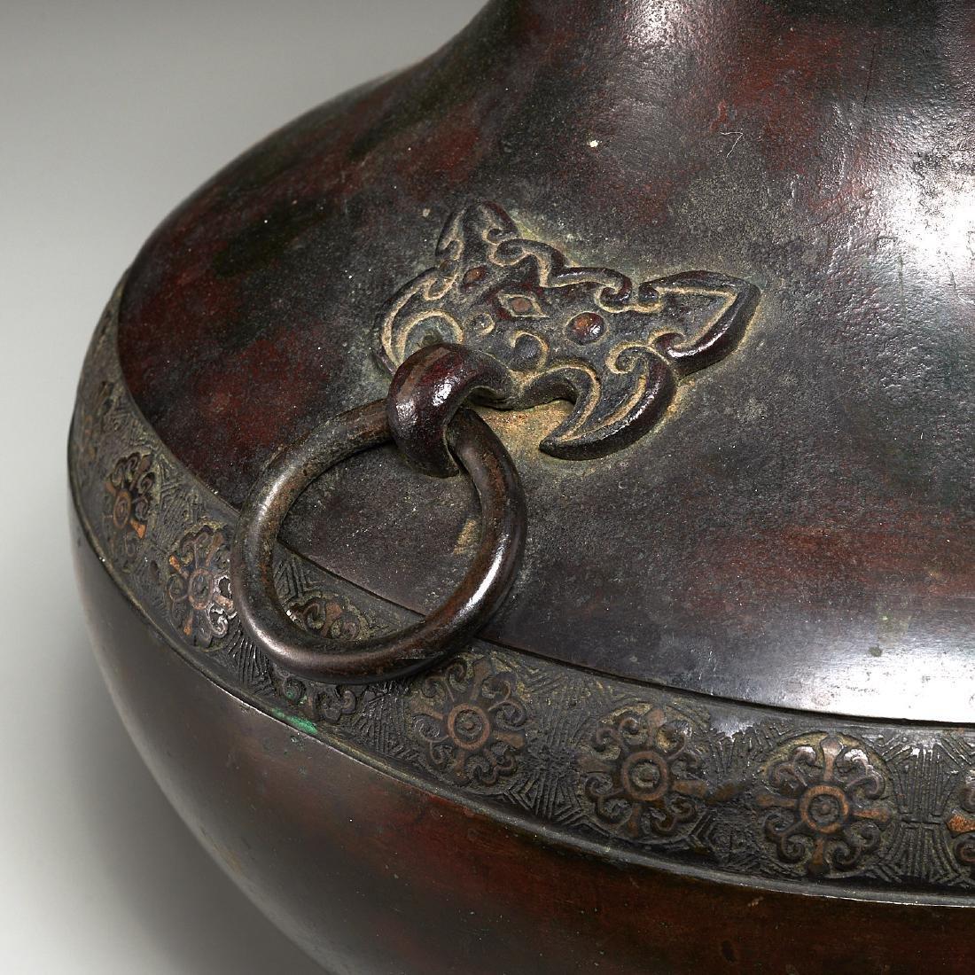 Chinese archaic bronze urn - 2