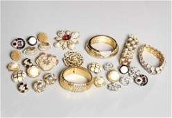 Group of vintage Ciner signed costume jewelry