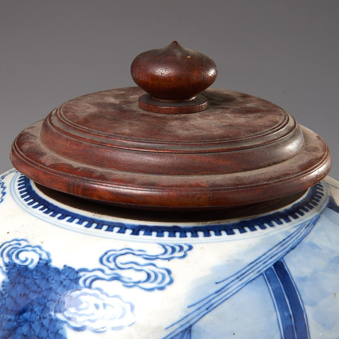 Large Chinese blue and white porcelain jar - 7