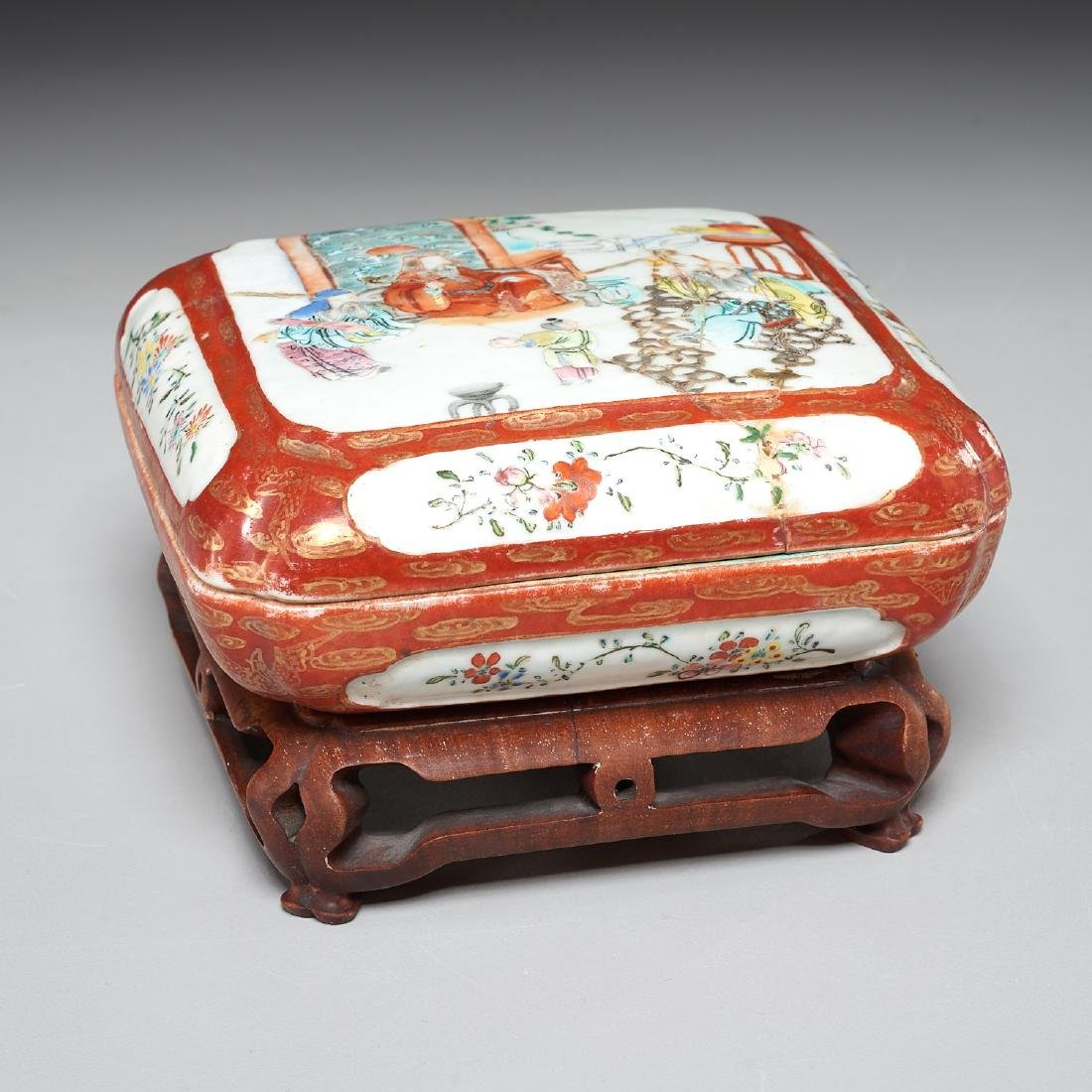Chinese famille rose lidded box