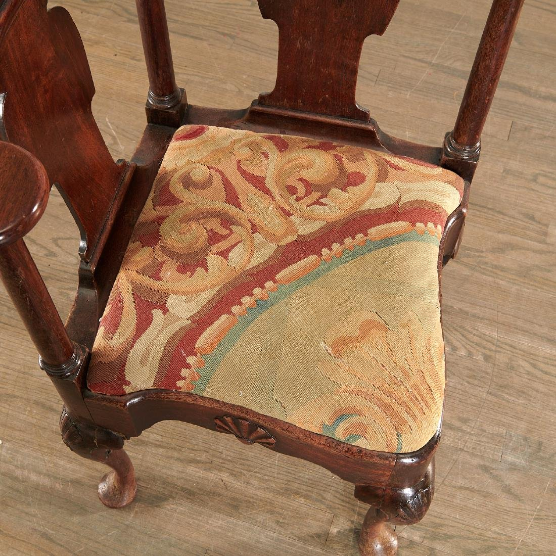 Chippendale carved walnut corner chair - 4