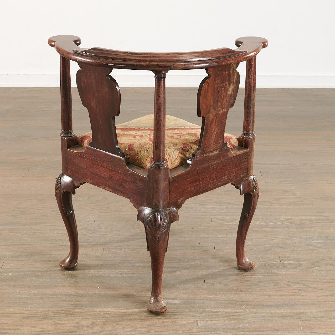 Chippendale carved walnut corner chair - 7