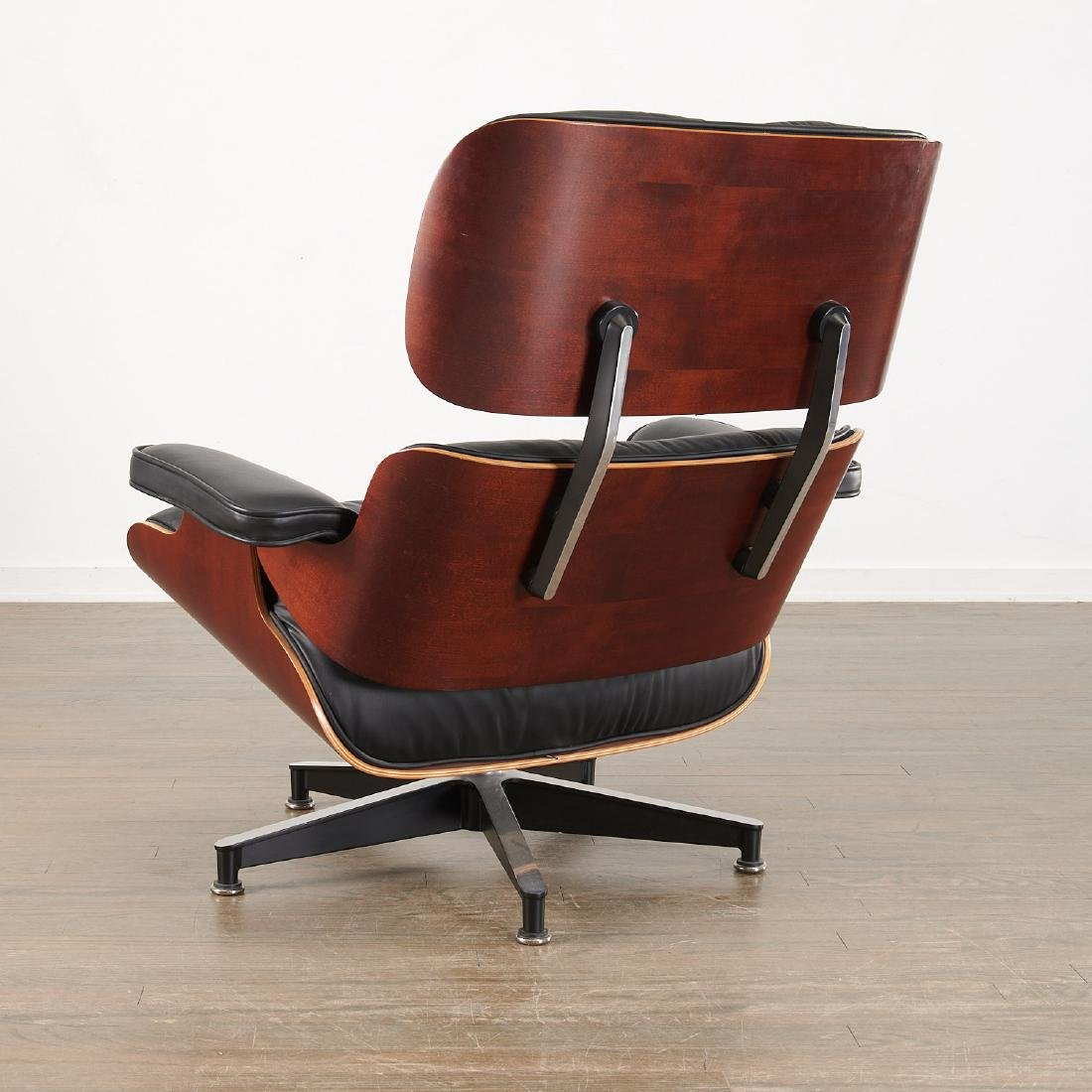 Charles and Ray Eames, Lounge chair and ottoman - 3