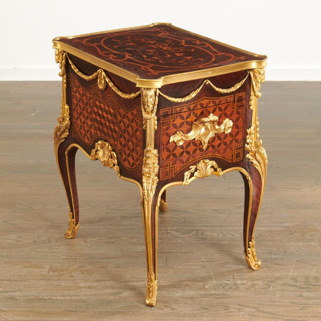 Parisian quality Louis XV style parquetry commode
