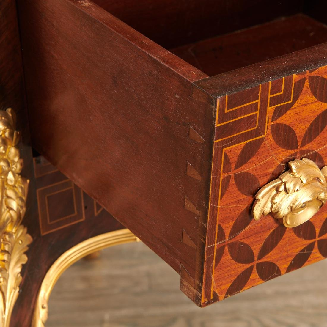 Parisian quality Louis XV style parquetry commode - 2