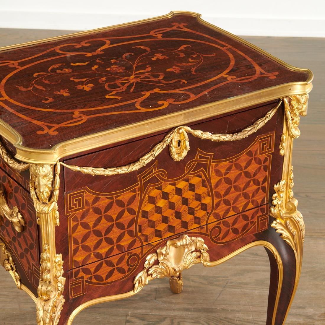 Parisian quality Louis XV style parquetry commode - 3