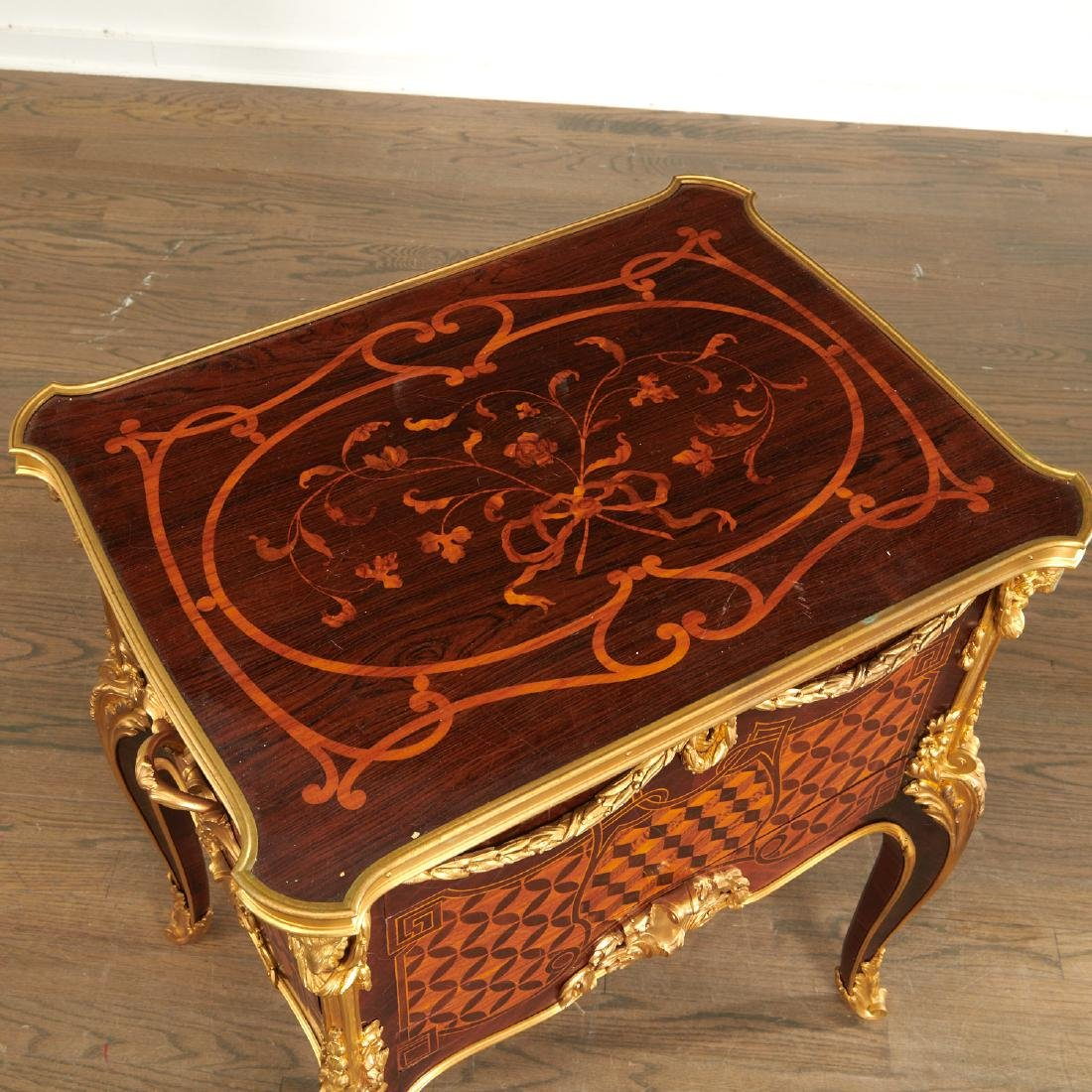 Parisian quality Louis XV style parquetry commode - 4