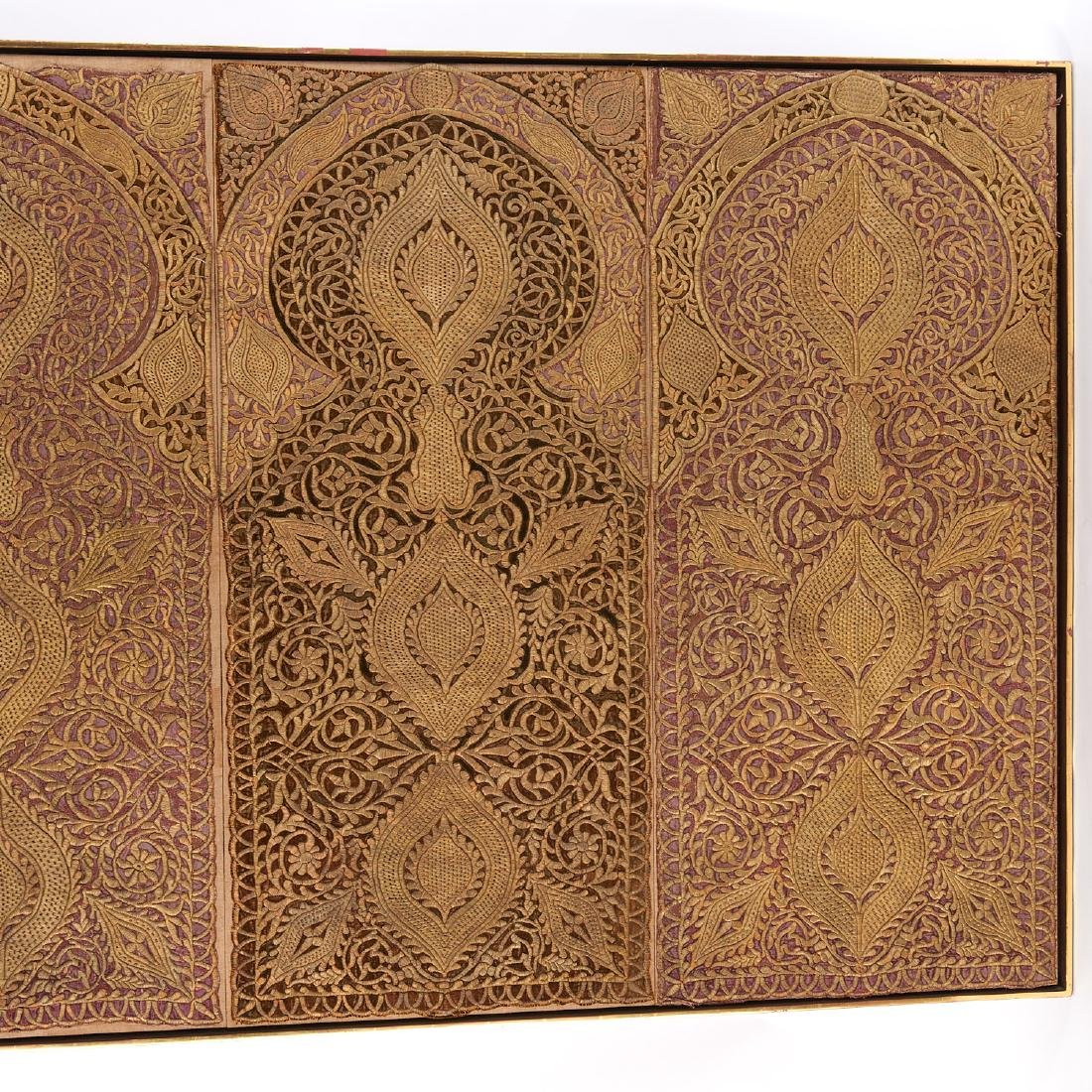 Large Mughal silk and metal threaded tapestry - 3
