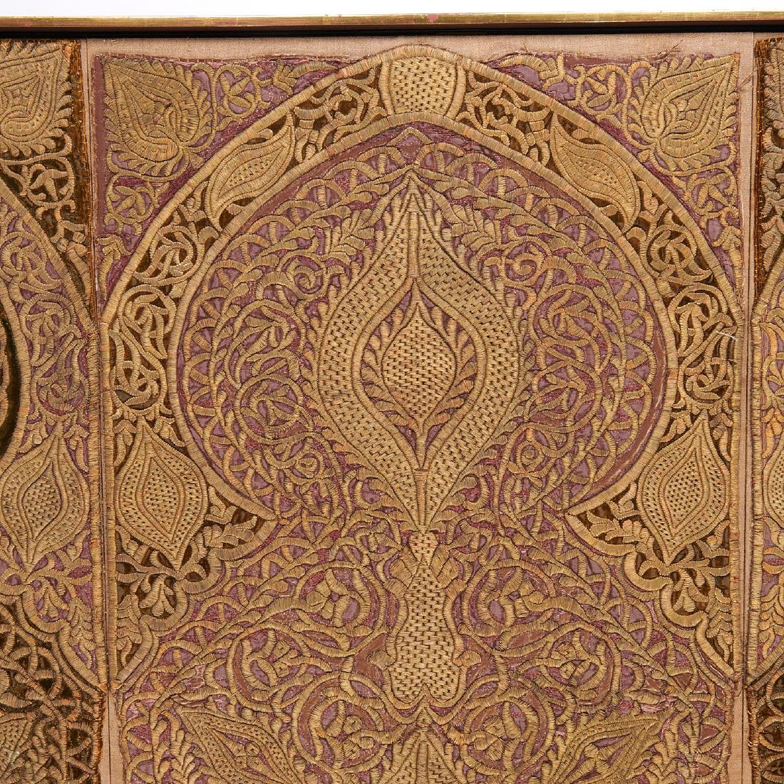 Large Mughal silk and metal threaded tapestry - 4